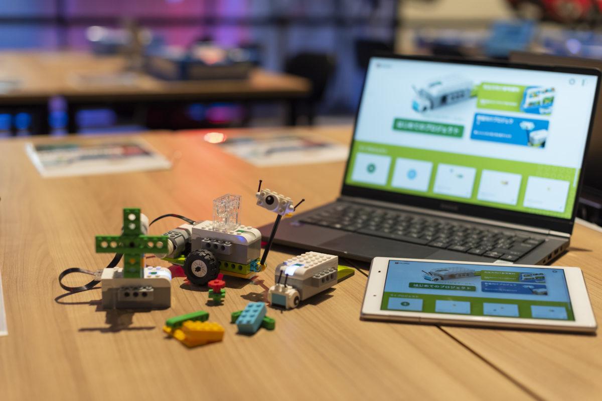 レゴを用いたプログラミング教室。自由な発想で、ロボットを組み立てよう。親子で体験できます。